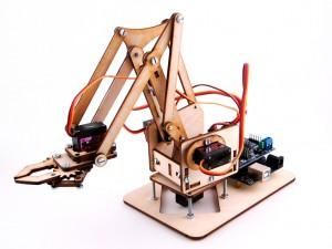 Миниатюрный робот-манипулятор на сервоприводах