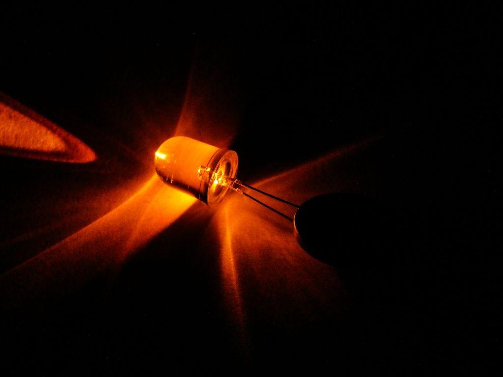 Светодиод 10мм, оранжевый, прозрачная линза