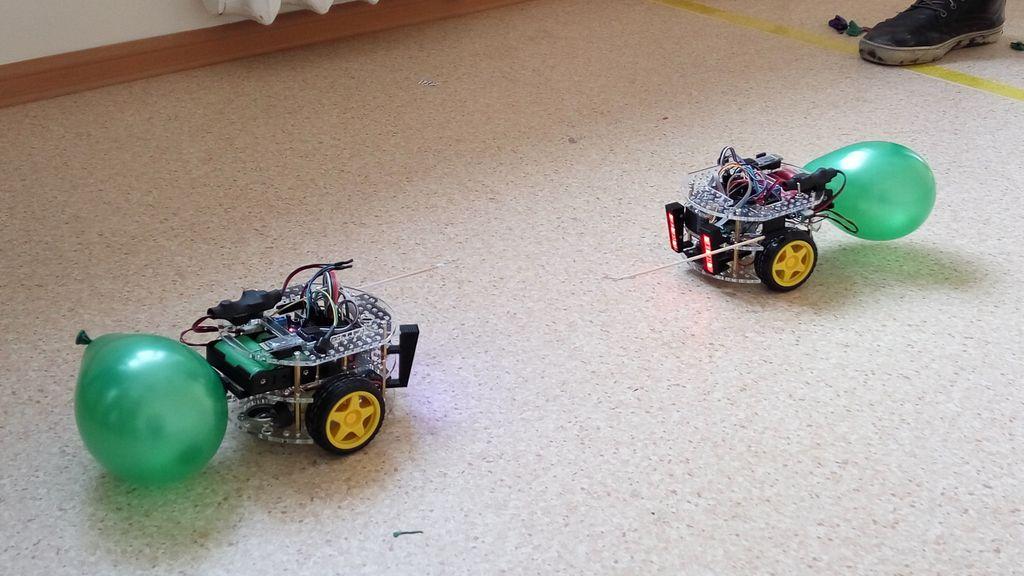 Битва роботов с шариками на базе Arduino